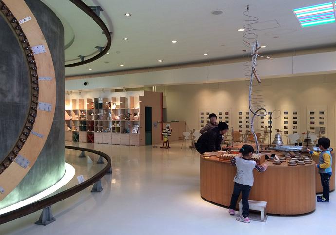 『感覚ミュージアム』という名前の通り、五感をテーマとした施設で、ただ鑑賞するというよりも、アクションを起こして体感するという展示物が多くあります。